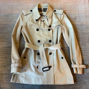 Burberry Women's Size 6 Trench Coat